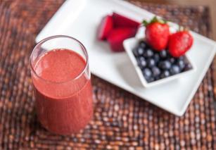 NutriBlast din fructe de padure si sfecla rosie