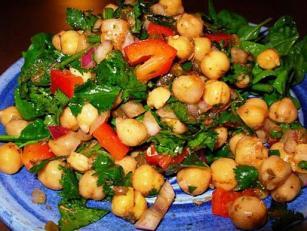 Salata de naut cu nuci si legume